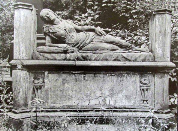 grób panny młodej